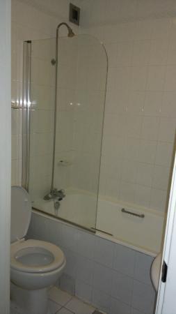 Norfolk Plaza Hotel: bathroom