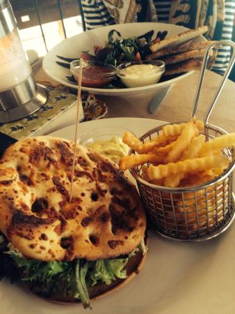 Kafe Kafka: Falafel burger and falafel salad