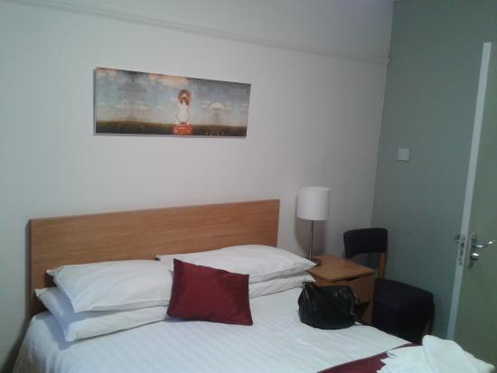 Bay Beresford Hotel: Our room