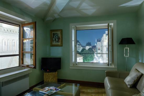 Apart'Observatoire Saint Jean: Vue sur le Vieux-Lyon du salon