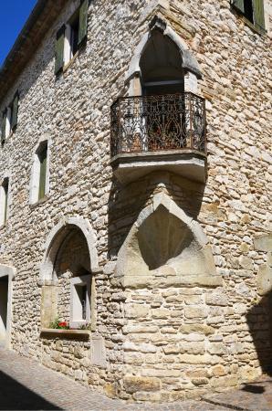 Office de tourisme de Vézénobres : Maison à la coquille dans la cité basse