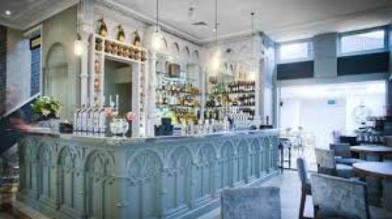 The Hollywood Arms: Shelby Bar