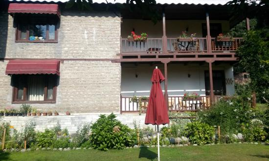 Baikunth Manali: Every room has a seat out balcony