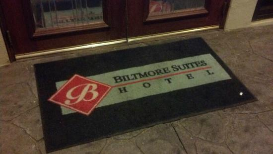 Biltmore Suites Hotel: Mat in front of the entrance