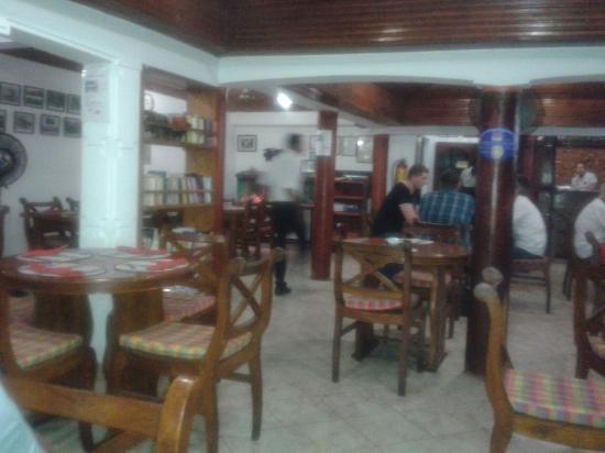 Table inside bild fr n bijou negombo tripadvisor for Table 99 restaurant