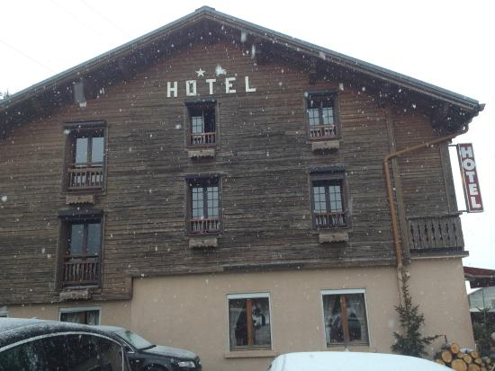 Chalet de l'Ancolie: Devant l'hôtel