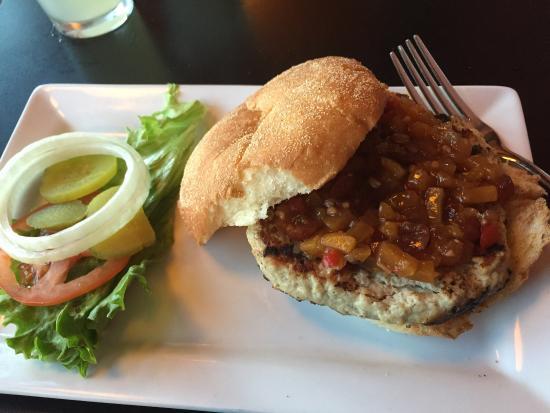 5 Star Burgers: Super yummy turkey burger (with peach chutney)