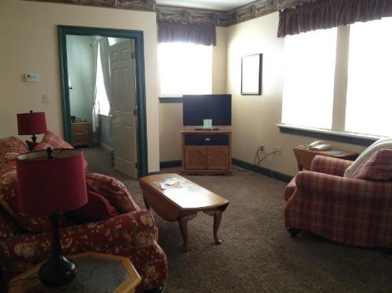 James Gettys Hotel: Overall - living room