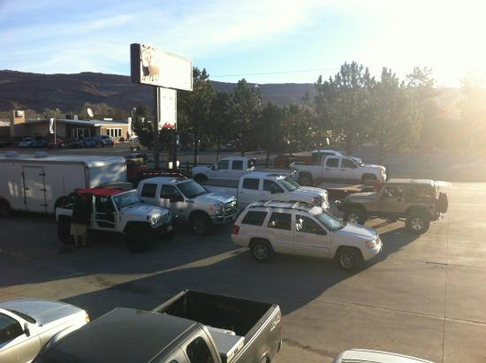 parking lot picture of big horn lodge moab tripadvisor. Black Bedroom Furniture Sets. Home Design Ideas
