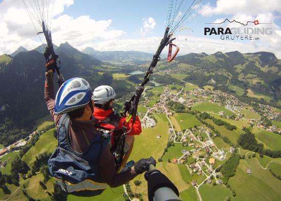 Paragliding Gruyere