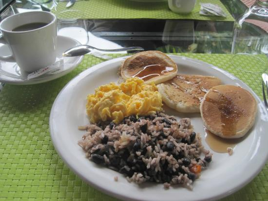 Arenal Country Inn: Breakfast