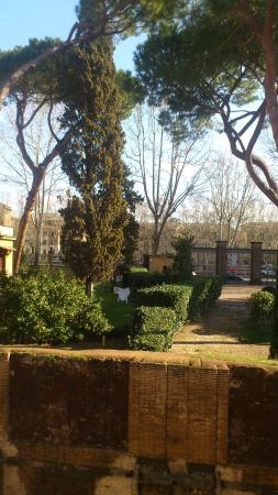 Ancient Trastevere Bed and Breakfast: View from the Loft