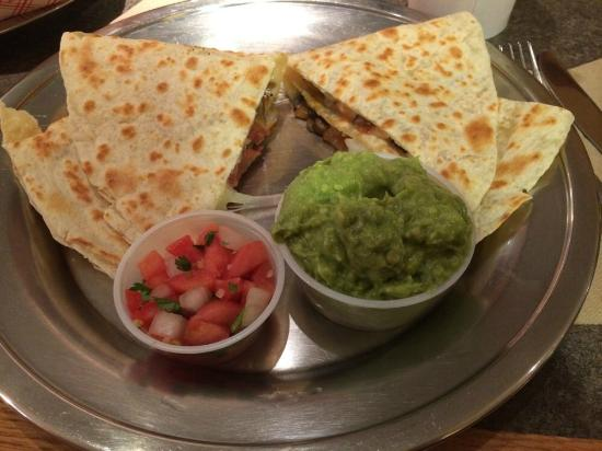 Bueno Y Sano: Quesadilla, guac and salsa