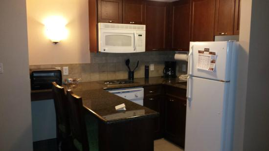 Staybridge Suites Guelph : Kitchenette