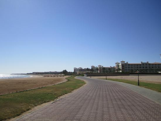 Sensimar Premier Le Reve: Empty promenade - good for walking