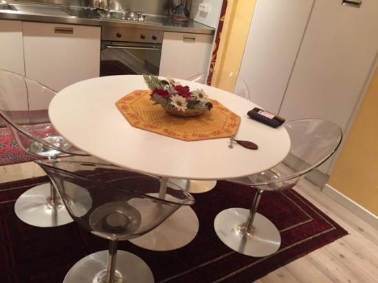 Cucina-soggiorno - Picture of Au Petit Chevrot, Gressan - TripAdvisor