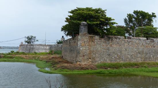 ‪Batticaloa Fort‬