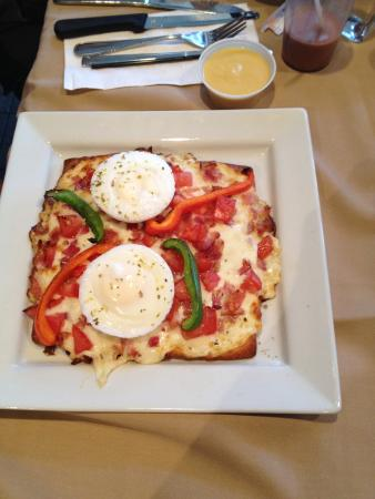 GAB's Sports Bar: Breakfast Pizza!  Sooooo good!