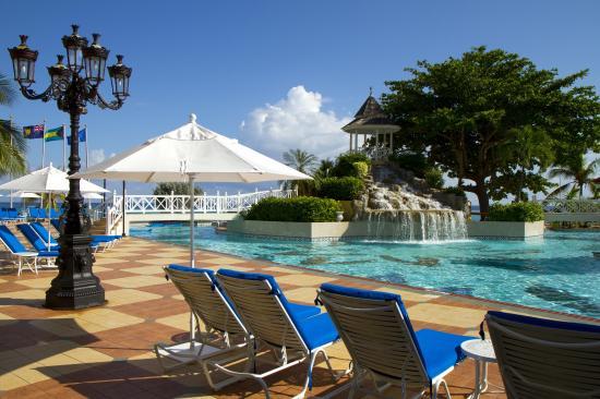 Jewel Dunn's River Beach Resort & Spa: Pool Deck