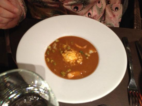 58 Tour Eiffel : velouté de crustacés ( une soupe de poisson ) avec les langoustines trop cuites et c même pas ch