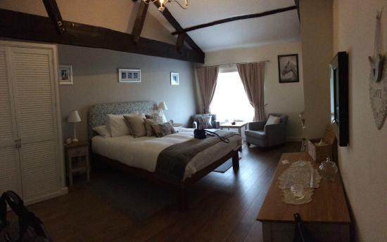 Oxford Coach and Horses: Pano of our Room - loved it!