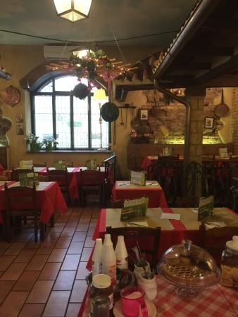 Ristorante incontrada in roma con cucina cucina romana for Cucina romana