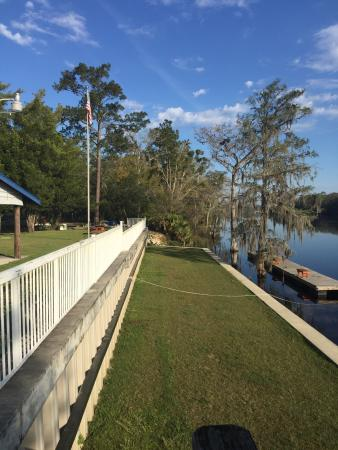 Suwannee Gables Motel and Marina: The dock area against the Suwannee River