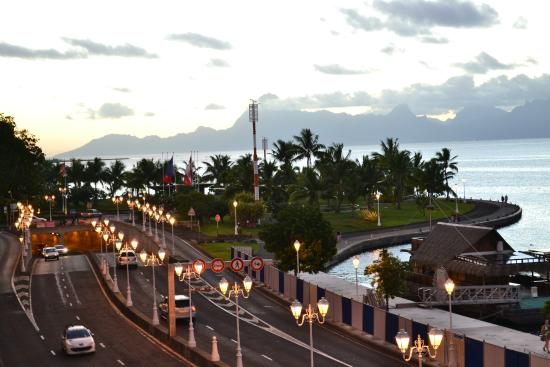 Tiare Tahiti Hotel: Otra vista de Moorea desde la habitacion
