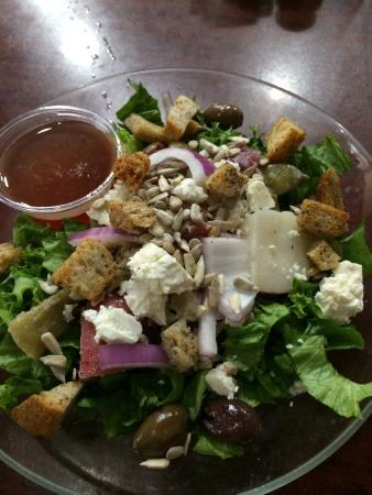 Alfalfa Restaurant: Greek salad.