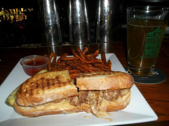 The Ivanhoe Pub & Eatery