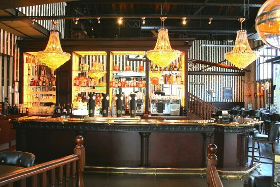 Le bar dans un décor anglo saxon dépaysant picture of au bureau