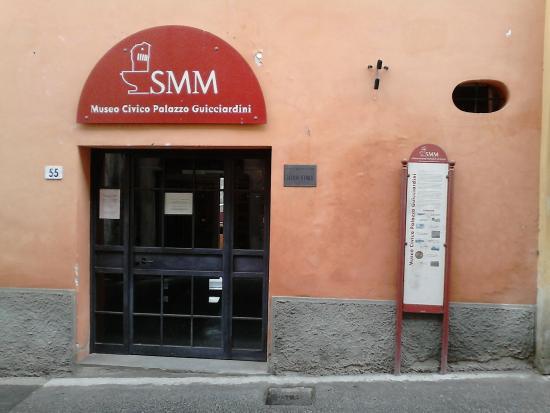 """Montopoli in Val d'Arno, Italia: Entrata Museo Civico """"Palazzo Guicciardini"""""""