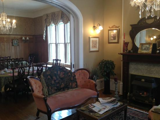 Secret Garden Bed & Breakfast Inn : Sitting room and Dining room