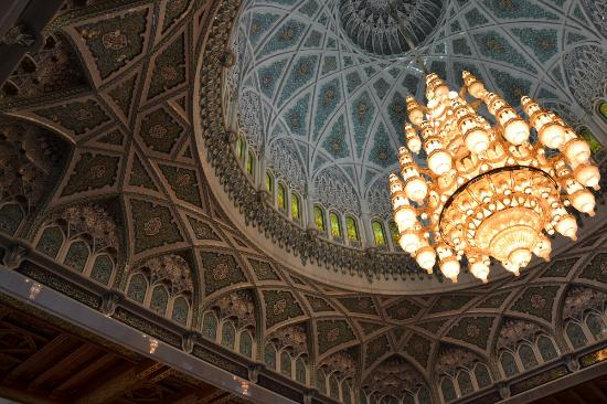 The biggest chandelier in the world 600000 crystal trimmings1122 sultan qaboos grand mosque copule street view the biggest chandelier aloadofball Gallery