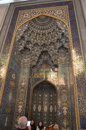 The biggest chandelier in the world 600000 crystal trimmings1122 sultan qaboos grand mosque inside mosque aloadofball Gallery