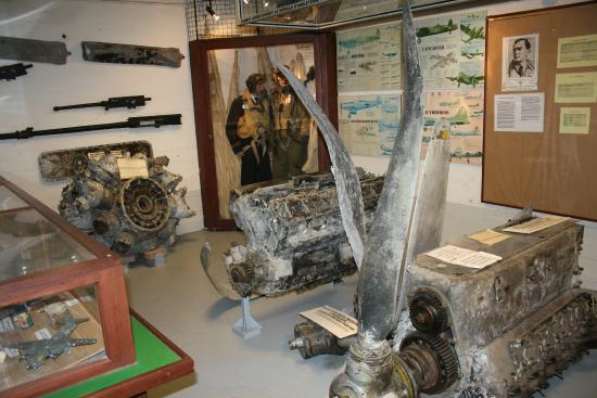 Musée de la Guerre (Musée de la Seconde Guerre mondiale) : Remnants of fighter plane engines