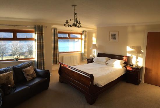 Westcourt Bed & Breakfast: Family room wow!!