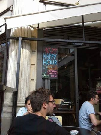 happy hour s photo de la penderie restaurant paris tripadvisor. Black Bedroom Furniture Sets. Home Design Ideas