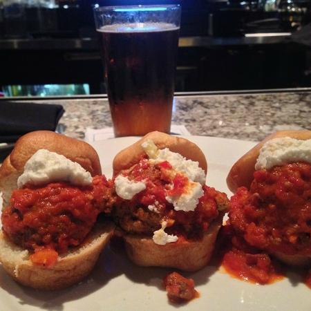 Frankie Bones Restaurant and Lounge: sliders