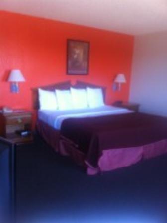 Howard Johnson Colorado Springs : King Suite