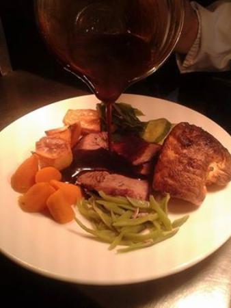 The Red Lion: beautiful sunday roast... choice of 2 meats every week