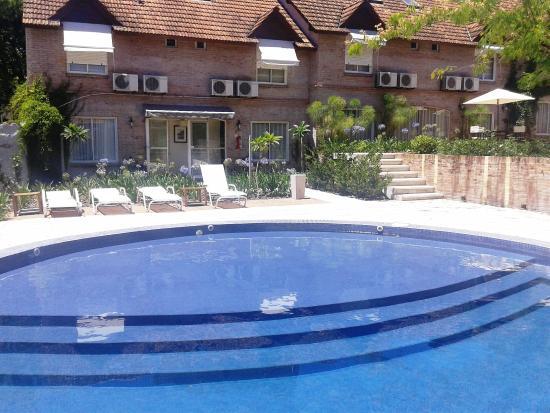 Hotel jacaranda desde san fernando argentina for Piscina san fernando