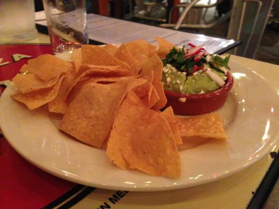 Little Donkey: chips with guacamole