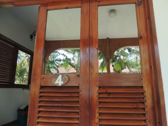 Islander Hotel: Tür zur Wohnung