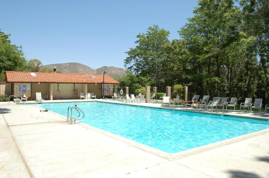 Soledad Canyon RV & Camping Resort: Pool area