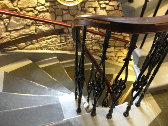 Orchard Hotel: Lots of stairs!
