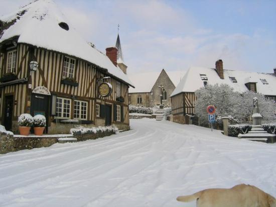 Pierrefitte-en-Auge, Francia: hiver au village