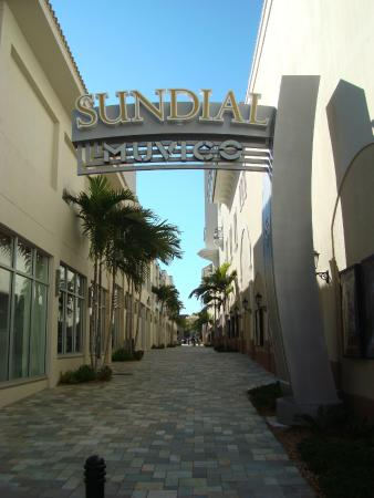 St. Petersburg / Clearwater Area Convention & Visitors Bureau: Sundial Shopping Center