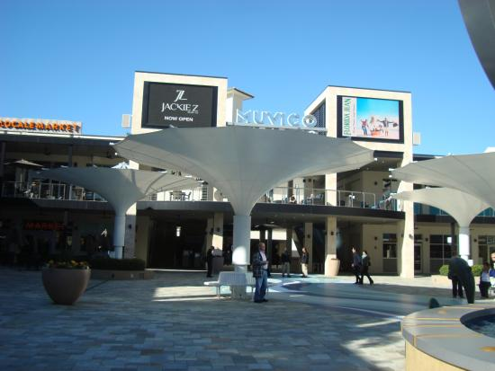 St. Petersburg / Clearwater Area Convention & Visitors Bureau: Sundial Shopping Area