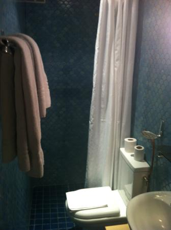 Hotel Jules Cesar : sdb très petite mais propre